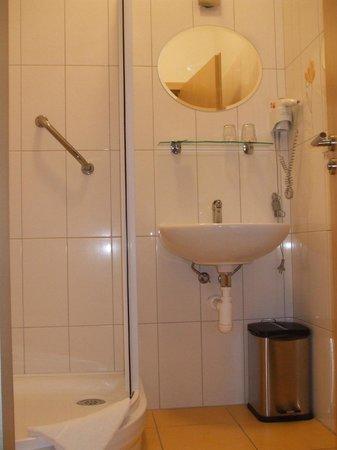 Penzion Vysluni: Bathroom