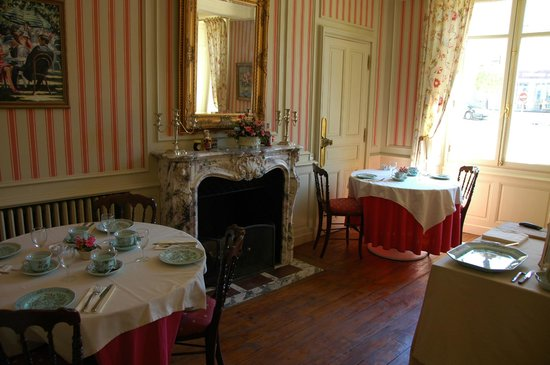 Les Cordeliers Bed and Breakfast : Another view of the breakfast area