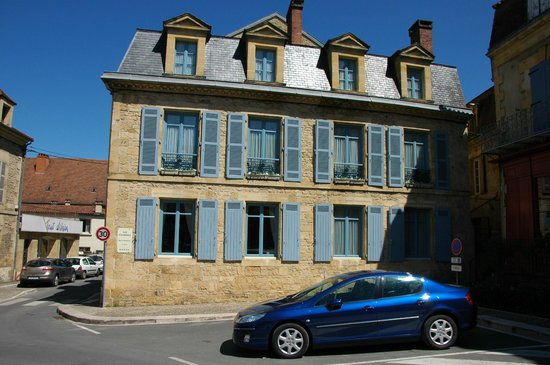 Les Cordeliers Bed and Breakfast : Side view of the B&B