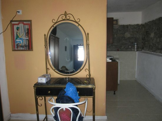 Anatoli Studios: room - mirror oh mirror