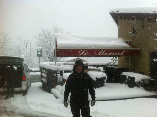 Hotel Le Monal: 40 cm of powder and more on the top