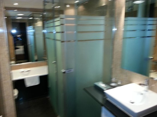 Melia Barcelona Sarrià: el baño