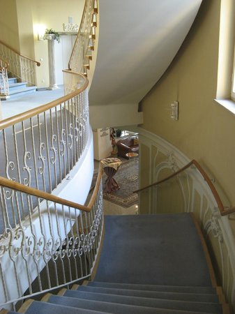 Grandhotel - Esplanade: Staircase leading up from reception