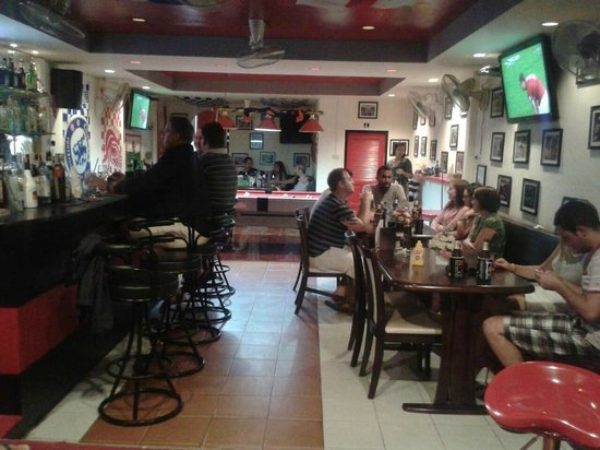 M Sports Bar and Restaurant: Busy busy