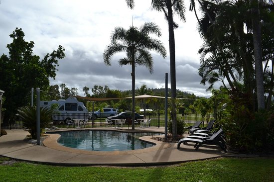 Dunk Island View Caravan Park: Pool Area