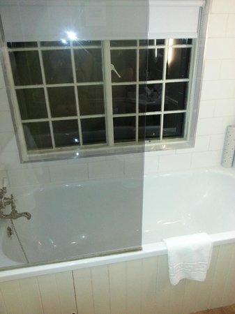 The Woburn Hotel: Bathroom