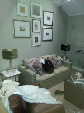 The Woburn Hotel: Living area