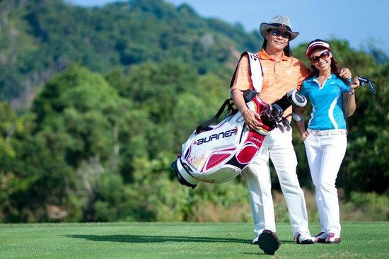 The Par Phuket: Atmosphere of hotel surrounding by golf course