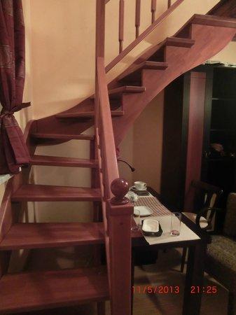 Bastion Apartments: Лестница на 2й ярус
