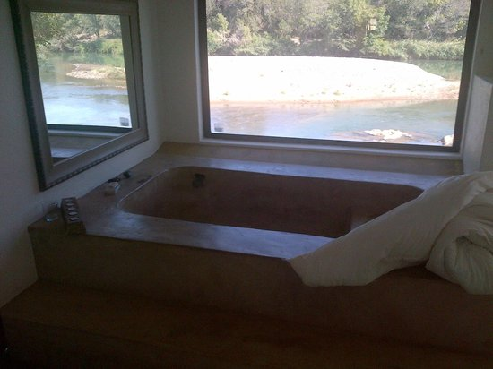 Bushriver Lodge: The bathrooms are all unique