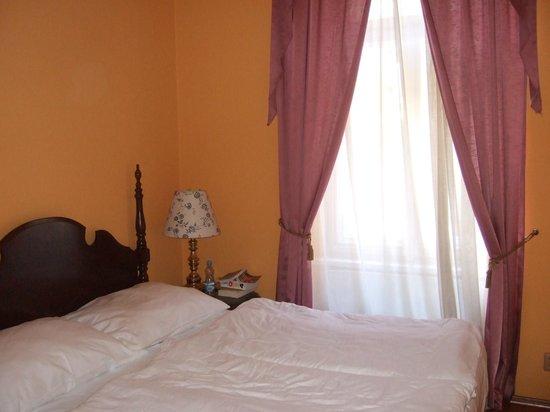 Bohemia Plaza Residence: Bed