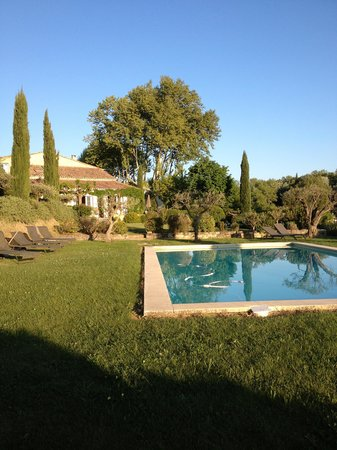 Mas de la Pierre du Coq: la piscine