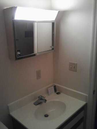 Extended Stay America - Dayton - South: Small mirror, mounted too high