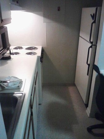 Extended Stay America - Dayton - South: Too tight at refrigerator door