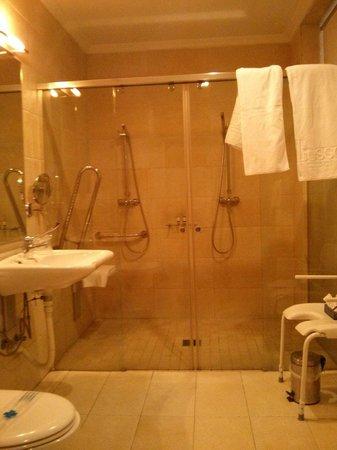 Lusso Infantas: Bagno disabili