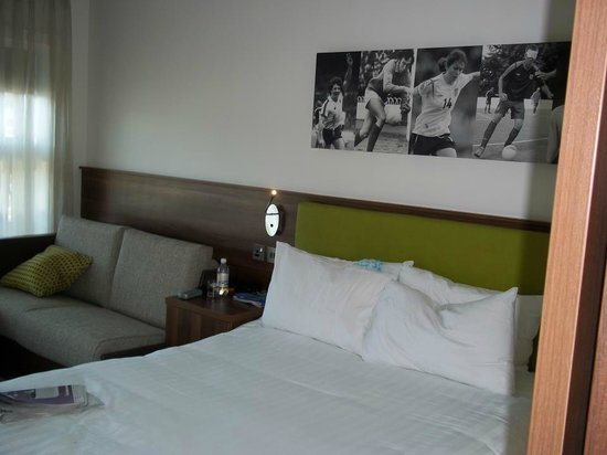 Hilton at St George's Park, Burton upon Trent: Bedroom
