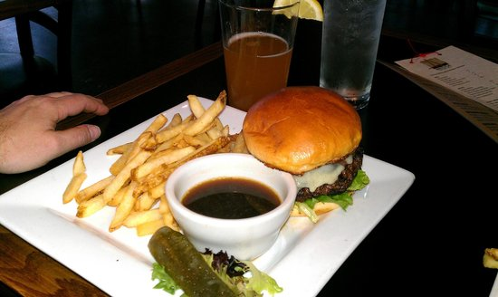 The Bridge Bar and Grill: Big ole hearty burger - yeah!