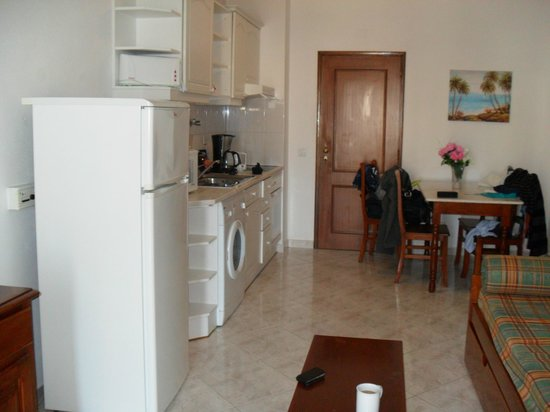 King's Club Apartments: well equipped  apartment