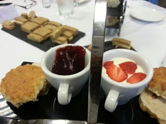 Nineteen at Farleigh: cakes and scones