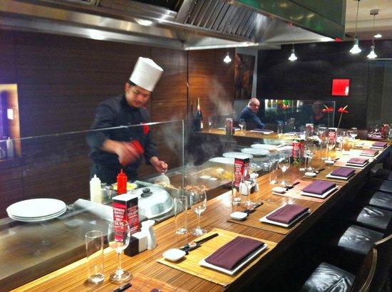 Yo-Ji: The chef cooking