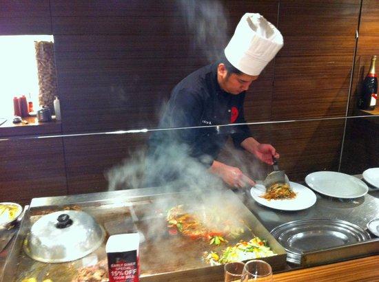Yo-Ji: More of the chef cooking