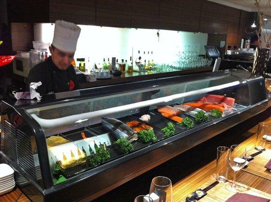 Yo-Ji: The fish display