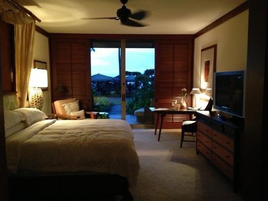 Four Seasons Resort Hualalai: bedroom in the suite