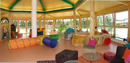 Pavillon für Kleinkinder am Camping Hopfensee