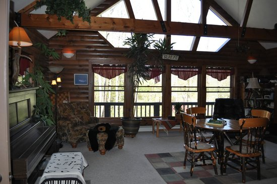Bear Mountain Lodge: Main floor:  This room is for all visitors to use
