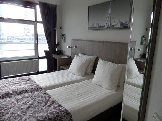 Maritime Hotel Rotterdam: De kamer .
