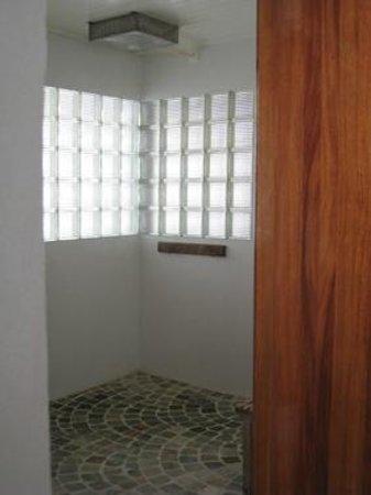 Float Utila: Float Room Shower