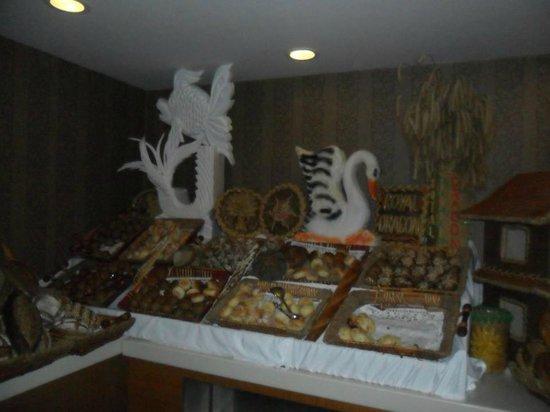 Royal Dragon Hotel: food