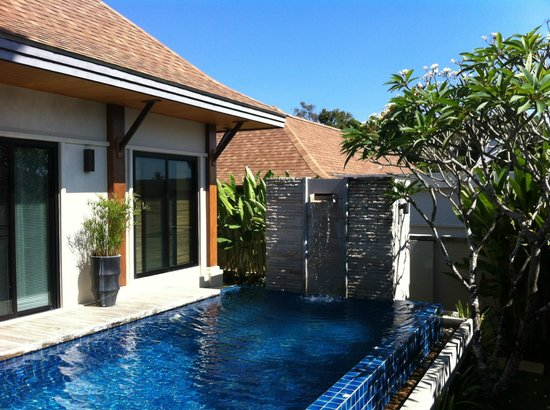Two Villas Holiday Oriental Style Naiharn Beach : Ca fait rêver non ?
