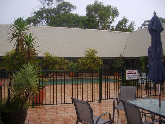 Byron Central Apartments : shame about the weather!