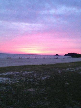 Okuma Beach: ビーチからのサンセット
