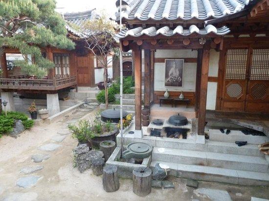 Rakkojae Seoul: view of the Patio room and mud sauna