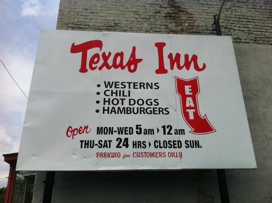 Texas Inn: Sign in the parking lot