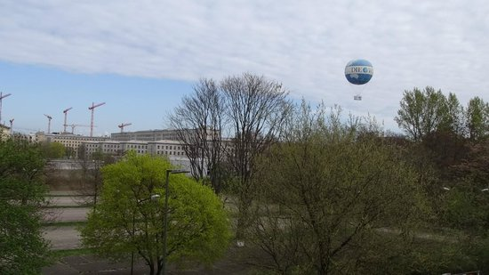 Novotel Suites Berlin City Potsdamer Platz: View towards the tourist areas from our  street side room