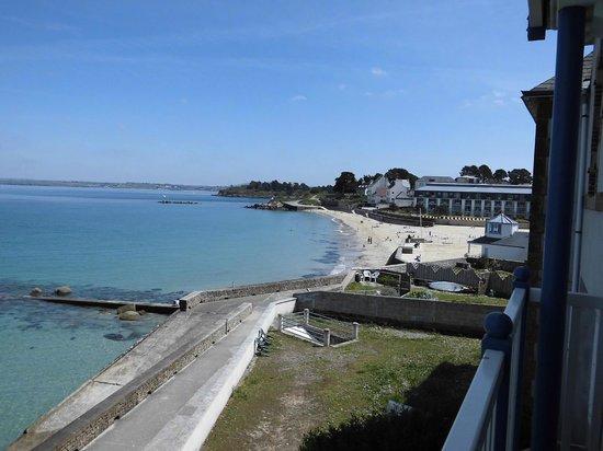 Pierre & Vacances Résidence Premium Le Coteau et la Mer : vue depuis la chambre