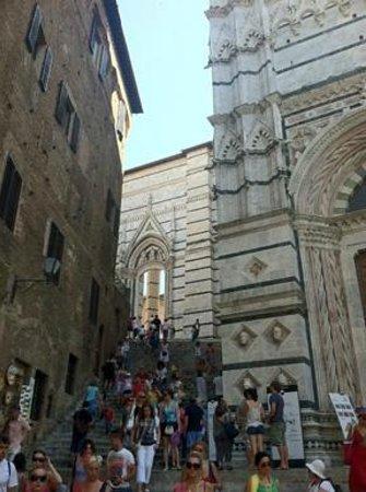 Battistero di San Giovanni: stairs to the Duomo