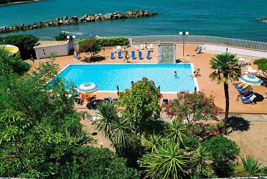 Hotel Mare: giardino con piscina