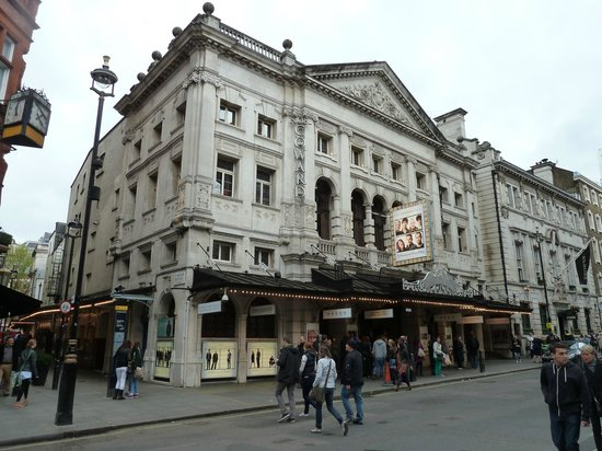 ‪Noel Coward Theatre‬