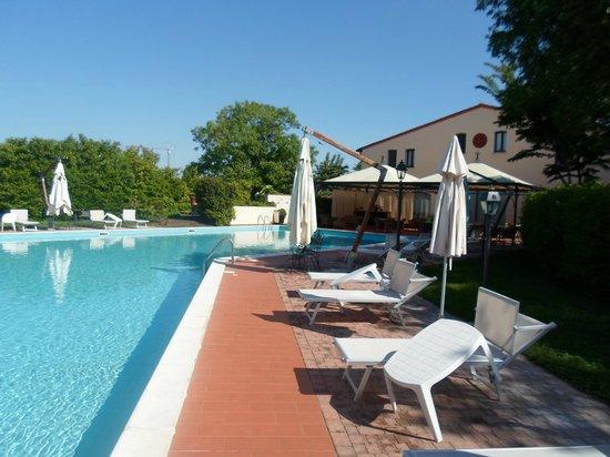 Piscina esterna picture of hotel villa dei tigli rodigo - Villa dei sogni piscina ...