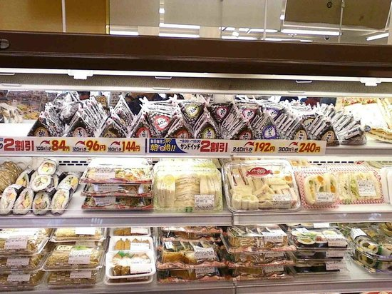 Green Rich Hotel Aso Kumamoto Airport: Selection of musubi and bento from neighboring deli