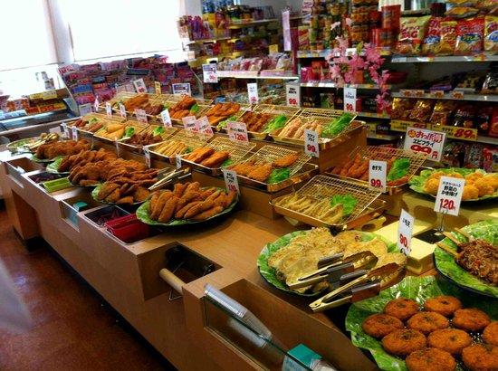 Green Rich Hotel Aso Kumamoto Airport : Selection of various, fresh tempura items at neighboring deli