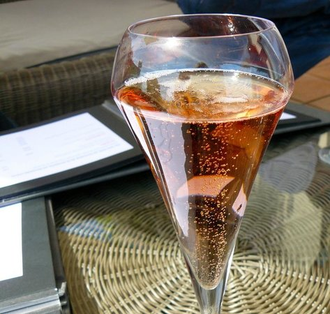 La Table de la Bergerie: Chilled Crémant to start off with