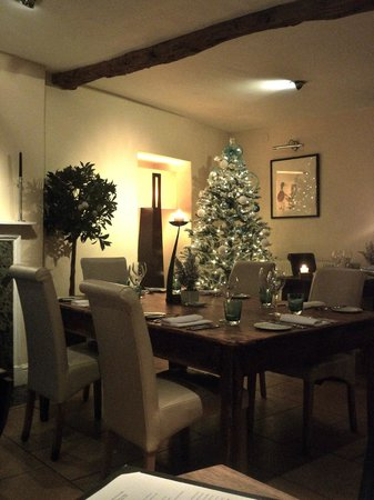 The Kings Hotel Chipping Campden: Hotel dining room 2
