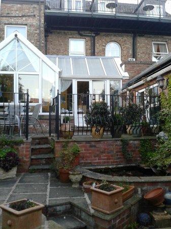 York House: тарраса во внутреннем дворе
