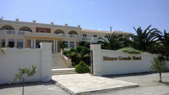 Bitzaro Grande Hotel: Front of Hotel