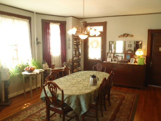 A New Beginning Bed and Breakfast: Dining area with amazing pastries.